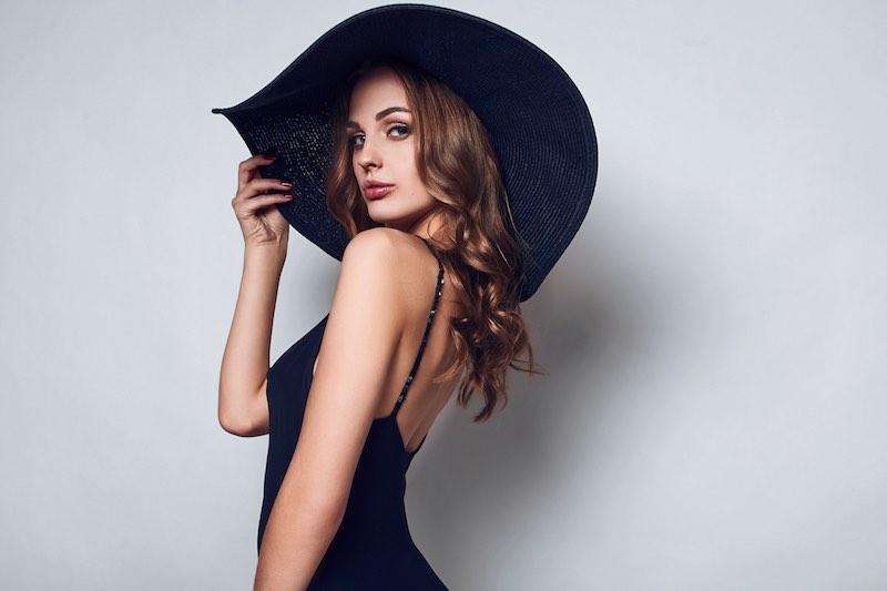 ElegantOutfitWoman.jpg